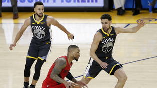 Stephen Curry (ganz links) behält mit den Golden State Warriors im Conference-Final gegen die Portland Trail Blazers den Überblick
